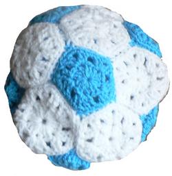 Un bonnet spécial supporter  en forme de ballon de foot ...